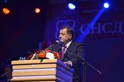 Milorad Dodik talar fans i gräns efter möte och folkomröstning Arkivbilder