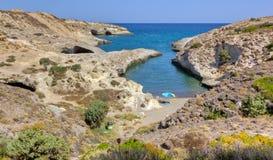 milos för strandcyclades greece kapros Arkivfoton