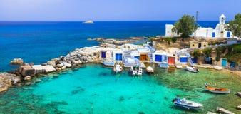 Milos - traditionell by Mandrakia, Grekland royaltyfri foto
