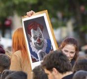 Milos Zeman als kwade clown op de demonstratie op het vierkant van Praag Wenceslas tegen de overheid wordt getoond die Royalty-vrije Stock Foto