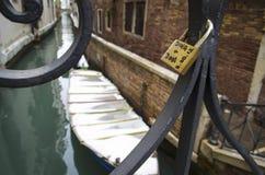 Milou Venise et un cadenas d'amour Images stock