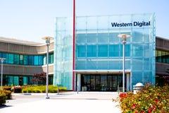 Milpitas, CA, de V.S. - 21 Mei, 2018: De bouw van een Western Digital-Bedrijfsbureau WDC Royalty-vrije Stock Foto's