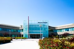 Milpitas, CA, de V.S. - 21 Mei, 2018: De bouw van een Western Digital-Bedrijfsbureau WDC stock foto's