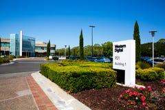 Milpitas, CA, EUA - 21 de maio de 2018: Construção de um escritório do corporaçõ de Western Digital WDC fotografia de stock royalty free