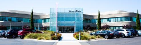Milpitas, CA, EUA - 21 de maio de 2018: Construção de um escritório do corporaçõ de Western Digital WDC imagens de stock royalty free