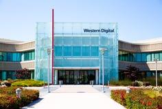 Milpitas CA, USA - Maj 21, 2018: Byggnad av ett Western Digital korporationskontor WDC fotografering för bildbyråer