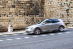 Milstolpe av gamla nationella den korsa Plasencia för väg 630 gamla staden, Royaltyfri Foto
