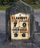 Milstolpe norr Wales, forntida, järn på stenen, diagram i mil och furlonger arkivbilder