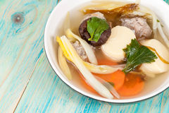 Milt kryddad soppa som som består av griskött, tofu, fotografering för bildbyråer