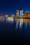 Milwaukee en la noche imagen de archivo