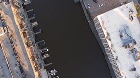 Milwaukee flod i centret, hamnområden av Milwaukee, Wisconsin, Förenta staterna Fastighet andelsfastigheter i centrum flyg- sikt royaltyfria bilder
