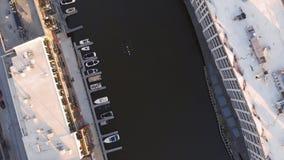 Milwaukee-Fluss im Stadtzentrum, Hafenbezirke von Milwaukee, Wisconsin, Vereinigte Staaten Immobilien, Eigentumswohnungen im Stad stockfotografie