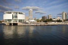 Milwaukee visto de orilla del lago foto de archivo libre de regalías