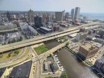 Milwaukee Wisconsin i sommar med surret royaltyfri bild