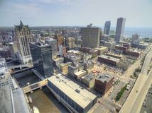 Milwaukee Wisconsin i sommar med surret arkivfoton