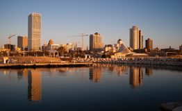 MILWAUKEE, WISCONSIN/UNITED STATES – APRIL 1: Most of the citi. Es residents sleep as the sun comes up on the downtown waterfront on 04/01/2017 in Milwaukee Stock Photo
