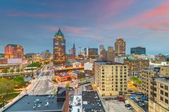 Milwaukee Wisconsin, USA centrum Skylin royaltyfri foto