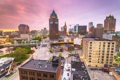 Milwaukee Wisconsin, USA i stadens centrum horisont arkivfoto