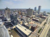 Milwaukee, Wisconsin w lecie trutniem zdjęcia stock