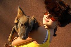 Mim e meu cão ?Alanis? que joga fotografia de stock royalty free