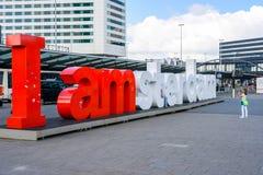 Mim sinal de Amsterdão na frente do terminal de passageiro do Amste imagem de stock royalty free