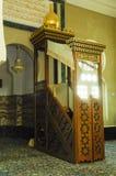 Mimbar de la mezquita de Ubudiah en Kuala Kangsar, Perak, Malasia Foto de archivo