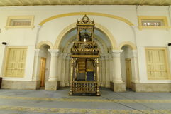 Mimbar de Sultan Abu Bakar State Mosque en Johor Bharu, Malasia imágenes de archivo libres de regalías