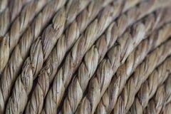 Mimbre natural torcido como capas de la fibra cerca para arriba con el foco selectivo fotos de archivo