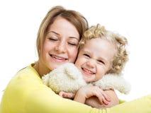 Mime a abarcamiento con la muchacha del niño y el juguete de la felpa Fotos de archivo libres de regalías