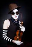 Mime com violino Imagens de Stock Royalty Free