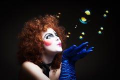 Mime da mulher com bolhas de sabão Imagem de Stock Royalty Free