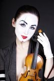 Mime da mulher com violino velho Fotos de Stock Royalty Free