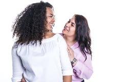 Mime y su hija adolescente aislada en blanco Imagenes de archivo