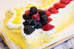 Mimosen-Kuchen Stockfotografie
