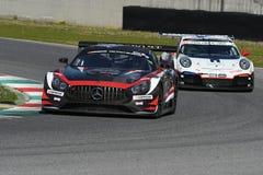 12 minérios Hankook Mugello 18 de março de 2017: ESPORTE que COMPETE, Mercedes AMG GT3 de #17 IDEC Fotografia de Stock Royalty Free