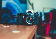 Min gamla filmkamera Pentax royaltyfri fotografi