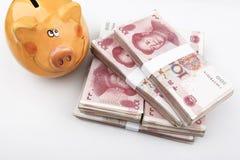 Min kinesiska affär (kinesiska pengar RMB & spargrisen) Arkivfoton