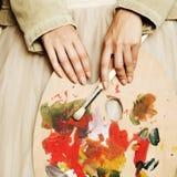 Min musa, konstpalett i kvinnlig hand Royaltyfria Bilder
