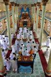 Religiös ceremoni i ett tempel för Cao Dai, Vietnam Royaltyfri Foto