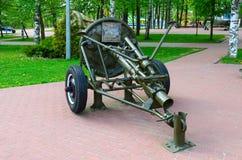 mina-atirador 120-milímetro regimental do modelo 1938 na aleia da glória militar no parque dos vencedores, Vitebsk, Bielorrússia Imagens de Stock Royalty Free