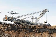 Mina de carvão com uma máquina escavadora da Cubeta-roda Foto de Stock Royalty Free
