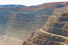 Mina de oro abierta del corte del hoyo estupendo de Kalgoorlie de la visión aérea Foto de archivo
