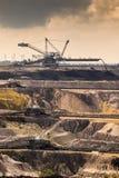 Mina de poço aberto de equipamento de mineração imagem de stock royalty free
