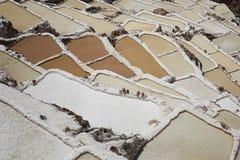 Mina de sal tradicional perto de Cuzco, Peru fotografia de stock royalty free