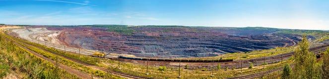 Mina del hierro de Mikhailovsky dentro de la anomalía magnética de Kursk Fotografía de archivo libre de regalías