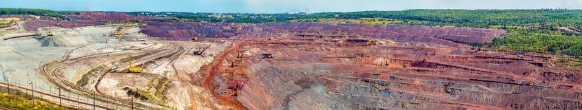 Mina del hierro de Mikhailovsky dentro de la anomalía magnética de Kursk Imagenes de archivo