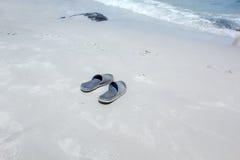 Mina skor på stranden Royaltyfria Foton