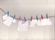 Mina stycken av papper som är sönderrivna från villfarelser som avläs för att göra rum för att dig ska skriva postituppsättning s Arkivfoto