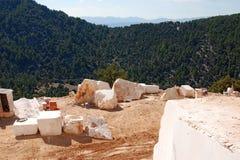 Mina y montañas de mármol Foto de archivo libre de regalías