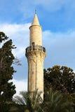 Minaret av den Grans mosk?n Djami Kebir, som den kallas i Larnaca, Cypern royaltyfri bild